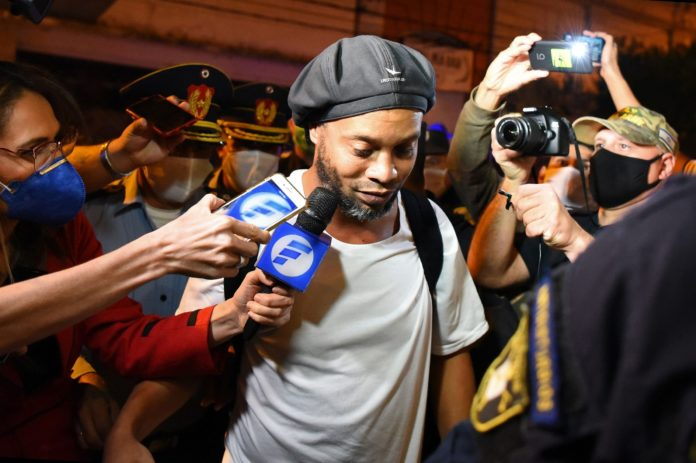 Ronaldinho pays $ 1.6 million bail to get out of prison